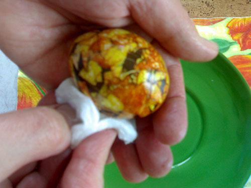 Как красить пасхальные яйца. Мраморные яйца.