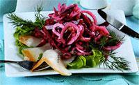 Салат из свеклы с соленой рыбой