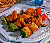 Шашлык из рыбы и морепродуктов.