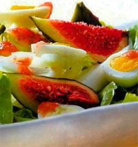 Салат с инжиром и перепелиными яйцами