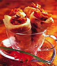 Cлоеные рожки с мясом и овощами