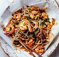 Рисовая лапша с овощами и морепродуктами (жареные блюда)