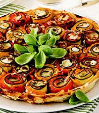 Пирог с овощными рулетиками