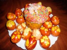 Покраска яиц в луковой шелухе с узором  от Галины Толоконниковой
