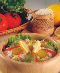 Салат рисовый с тунцом и оливками
