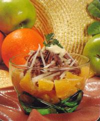 Салат мясной с апельсином
