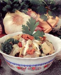 Салат из цветной капусты с сыром и чесноком